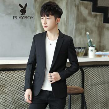 プレイボーイ(PLAYBOY)コートの男性は休身します。青少年はスーツの男性を少し入れます。