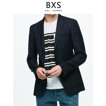 BXSは活気があって、軽くて空気が通る。春夏の紺のチェック柄の西ジャケットビジネス修身スーツのメーンズ上着は、百合外套を少し詰めて、紺色のDX 19067 Aを隠す。