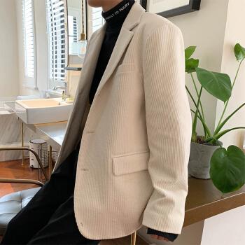 春先の新品のコーデュロイのゆったりしたスーツは韓国式のかっこいい英倫の小さいスーツの浅い色のオーバーO米の白色XLです。