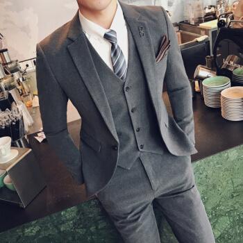 スーツの男性3点セットは、純色の小さいスーツを少し詰めます。韓国式修身スーツは新郎の格好がいい結婚ドレスの中で、灰色の【スーツ+ベスト+ズボン】は【白いシャツ+黒いネクタイ】XLをプレゼントします。