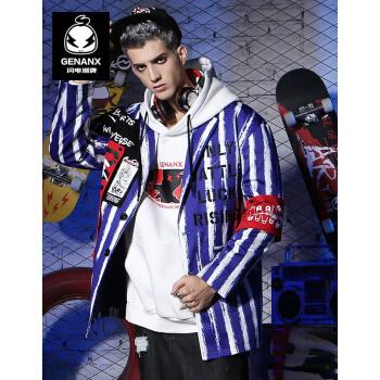 GENAX稲妻潮のブランドはスーツを少し詰めます。男性カップルはゆったりとした縞模様をしています。