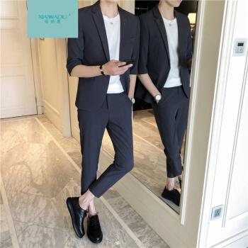 男性のスーツは韓国式です。春夏の半袖スーツは男性修身英倫風でかっこいいです。七分袖の小さいスーツです。