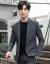 スーツの男性は小さいスーツの上着を少し詰めて男性は身を修めます。韓国式おしゃれの格好がいい上着の職業は正装します。新郎郎がビジネススーツに連れて来ます。