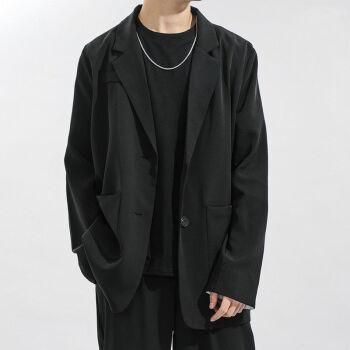 スーツのジャケットを少し詰めます。男性はゆったりしています。韓国式の新商品です。青少年学生はおじゃらでかっこいいです。男性のスーツは上品で、黒い服です。